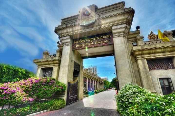 泰国博仁大学校门